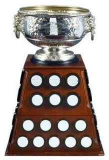 Le trophée Art Ross (Art Ross Memorial Trophy) remis par la Ligue nationale de hockey au joueur ayant combiné le plus grand nombre de buts et de passes durant la saison régulière.