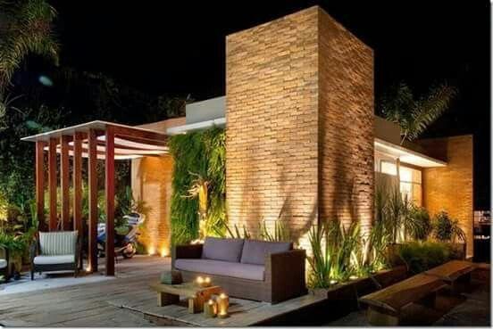 Iluminação de jardim. Invista e use estes belos ambientes também a noite. #buenodesign