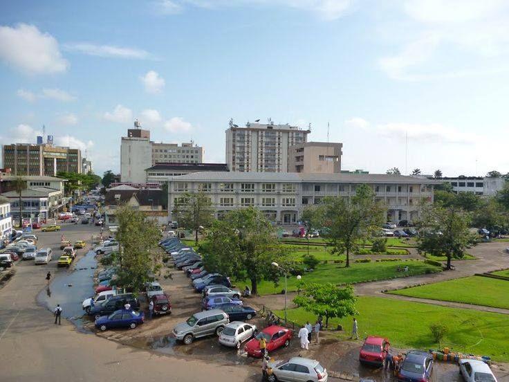 Vue partielle du parc Bonanjo à Douala.Le tour du Cameroun par Camernews