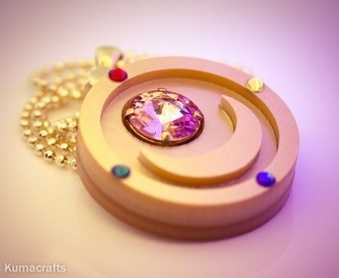 Moon prism compact, the first compact we see Serena use in Sailor Moon