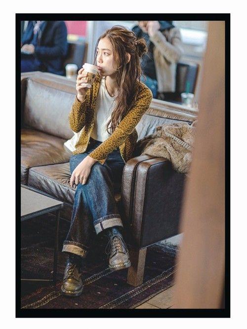 TOGAのカーディガン「ペイズリーニット」を使った阿久津ゆりえのコーディネートです。WEARはモデル・俳優・ショップスタッフなどの着こなしをチェックできるファッションコーディネートサイトです。
