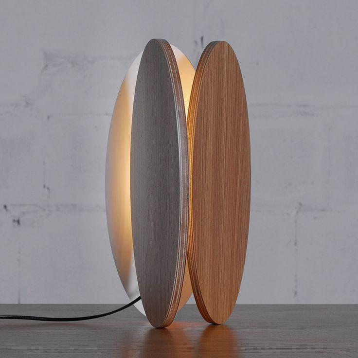 Напольная и настольная лампа Ova — это первые продукты серии. Дизайн и напольной, и настольной лампы основан на простых геометрических фигурах. Конструкция каждой лампы состоит из четырех деталей: три внешних овала и треугольный соединительный элемент.  http://goodroom.com.ua/mag/lampy-ova-ot-maksima-vojtenko-dlya-odesd2/ #Interiors #lighting #lamp #design #Ukraine