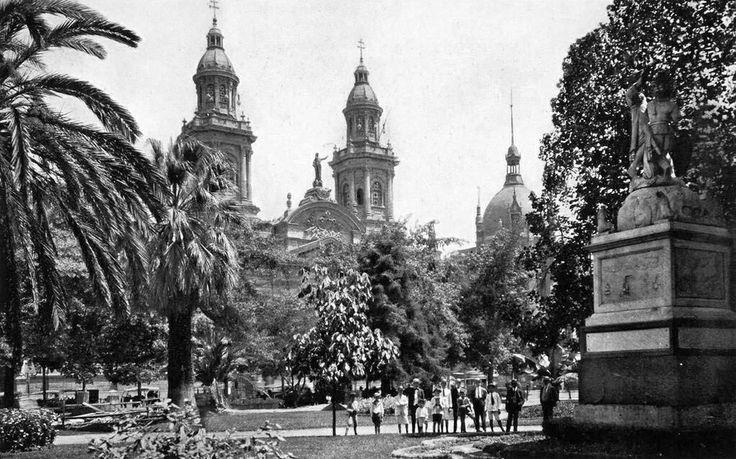 Plaza de Armas, vista hacia la Catedral (1922)