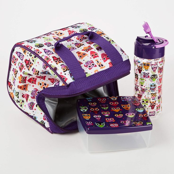 The Riley is the perfect bag to hold your little one's lunch. Made of a durable cotton exterior in fun colors and patterns. A zipper closure and PEVA lined inte