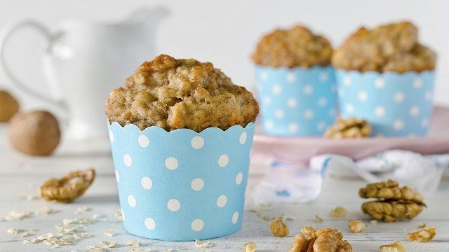 I muffin d'avena al limone semi di Chia e noci sono ideali per un dolce risveglio, all'insegna dell'energia ma soprattutto della leggerezza!