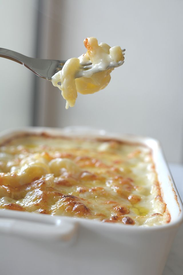 Cheese, cheese and more cheese. This  take on macaroni cheese does not disappoint!  | Lauren Caris Cooks