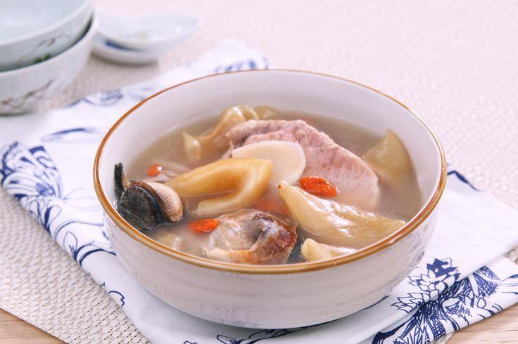 Fish maw pork ribs soup
