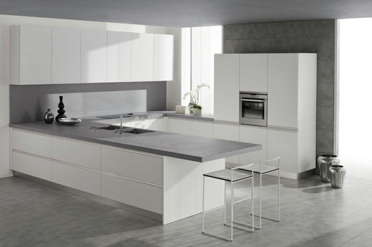 plan de travail pour cuisine avec meubles en blanc et pierre grise