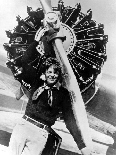 Amelia Earhart - Un Día Más Culto