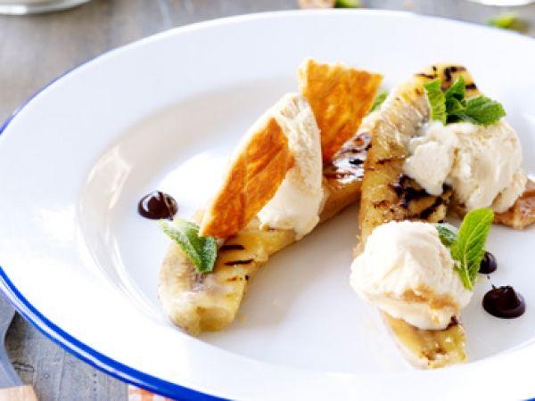 Lekker dessertidee voor op de BBQ - Gegrilde banaan met karamelijs