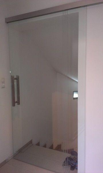 Celoskleněné posuvné dveře, pískovaný proužek