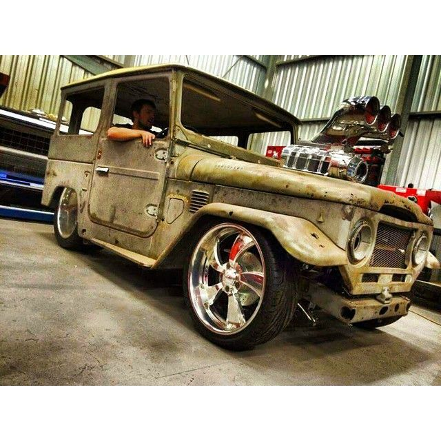 Insane!!! #fj #fj40 #aussierides #sotough #australiacarscene #toyota #v8 #landcruiser #carnation #toyotanation #toyotalovers #blown #slammed #burnoutcar #whataride #australia