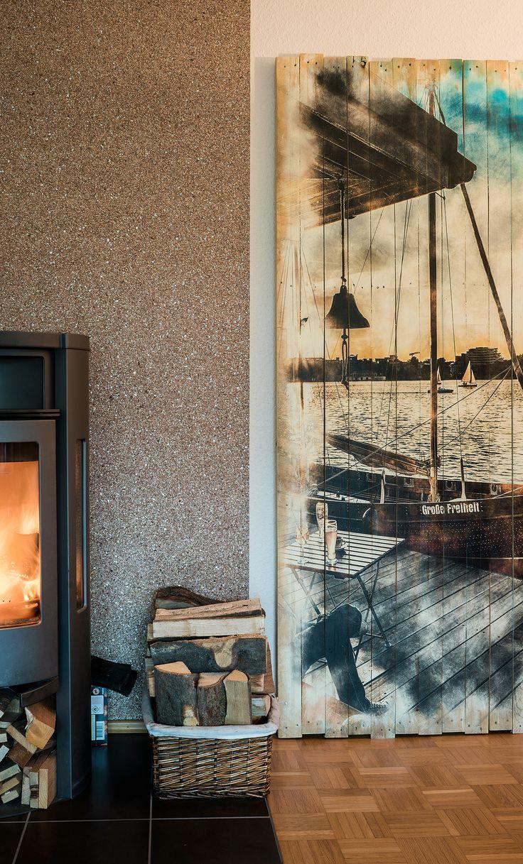 In Hamburg an der Alster relaxen. Großflächiges Wanddesign mit zeitgemäßen Loft-Style.  Die stabilen Holzbilder können auch einfach auf den Fußboden gestellt werden | Holzdruck Manufaktur Hamburg