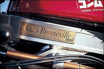"""登録名""""ヨシムラYTR-12""""、「トルネード1200ボンネビル」のシリアルプレートはフレーム左側に貼付。'89年型を使ったφ80mmボアのボンネビル4号車もデビュー予定で開発が行われ、カウルのテストまで行われたところで、開発中止となった。"""