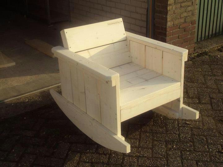 1000 idee n over houten schommelstoelen op pinterest stoel ontwerp modern meubeldesign en - Smeedijzeren stoel en houten ...