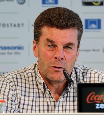 Dieter Hecking - Pressekonferenz zur Vorstellung von Luiz Gustavo 2013 (cropped).jpg
