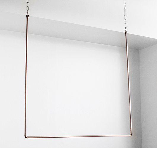 Garderobe zum hängen aus Messing mit Ketten