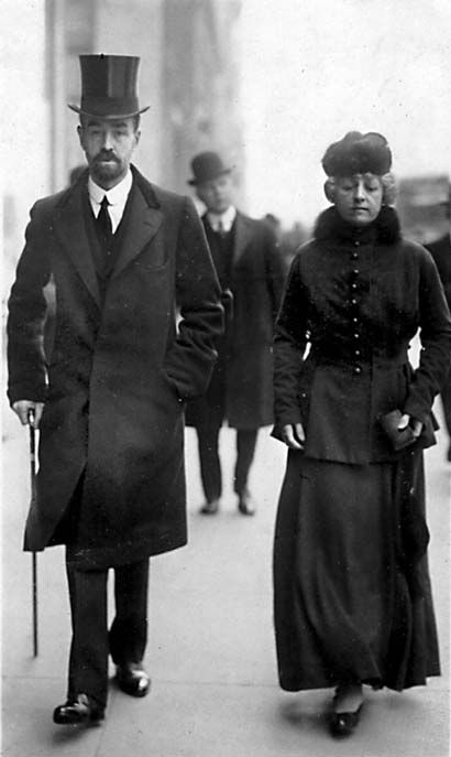 Cornelius Vanderbilt III and wife Grace Wilson on Easter Sunday 1915. Photo was taken on 5th Avenue. Note that Grace Wilson-Vanderbilt is carrying a prayer book in her left hand.