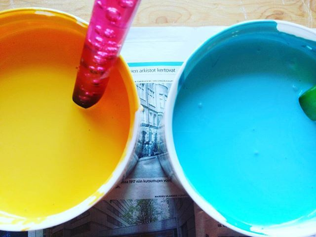 How is your day going so far? I have been painting our furnitures all day long, now I have paint all around and so ready for bed!  #brightcolors #painting #upcyclingfurnitures #paintinghome #inspiration #colorful #paint #upcycling #homedecor