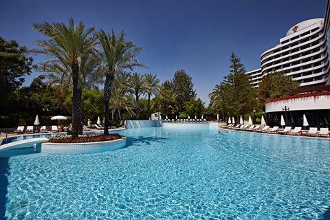 Rixos Downtown  Description: Ligging: Dit heerlijke 5 hotel is op slechts 3 km gelegen van Antalya centrum. De luchthaven Antalya ligt op 18 km. Naar het publieke strand is het ca. 3 minuten lopen. In het hoogseizoen is er een shuttleservice naar het privé strand (3 km afstand). Faciliteiten: Rixos Downtown heeft 360 kamers en beschikt over een kapper en winkeltjes. Verder is er een hoofdrestaurant snackbar poolbar piano bar en patisserie. Afkoelen kunt in het zwembad. Voor de kinderen is er…