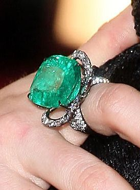 lorraine schwartz emerald and diamonds ring profile
