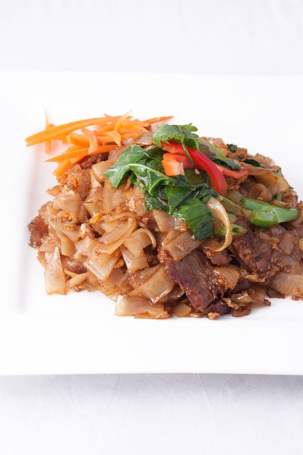 #Thai Recipe: Pad See Ew~funny name to this dish but just as good as takeout! via 12 Tomatoes