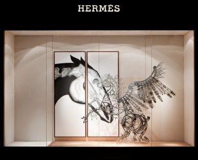 8. 《愛情之馬》台中Hermes藝術櫥窗,結合不鏽鋼、以及愛馬仕絲巾。