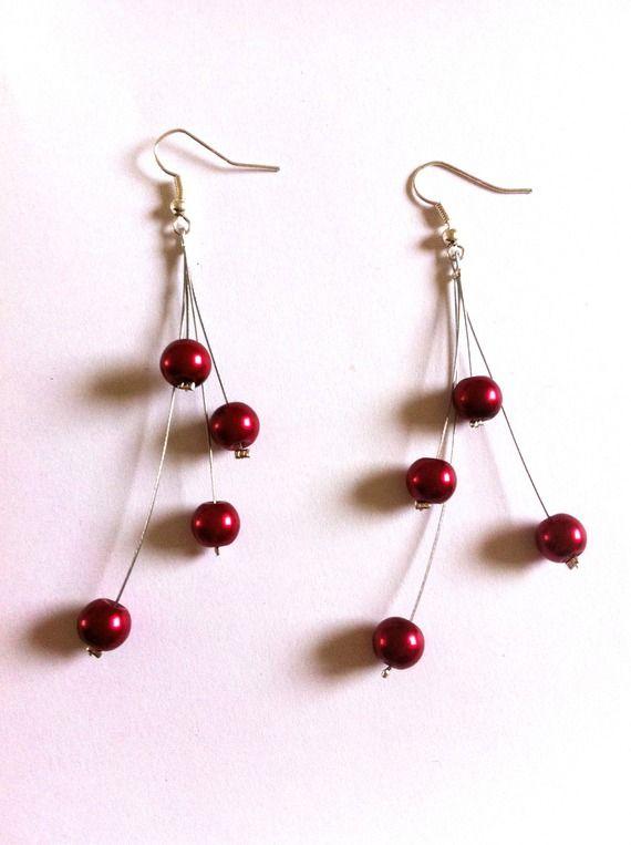 Boucles d'oreilles fil cablé et perles rouges