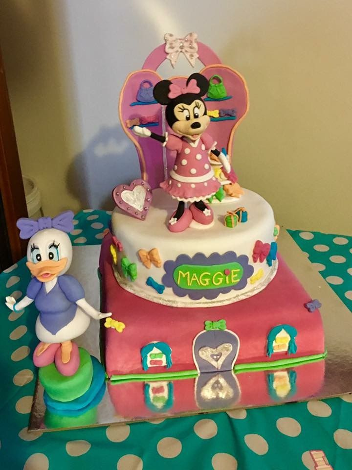 Minnie Mouse bow-tique cake ft Daisy Duck