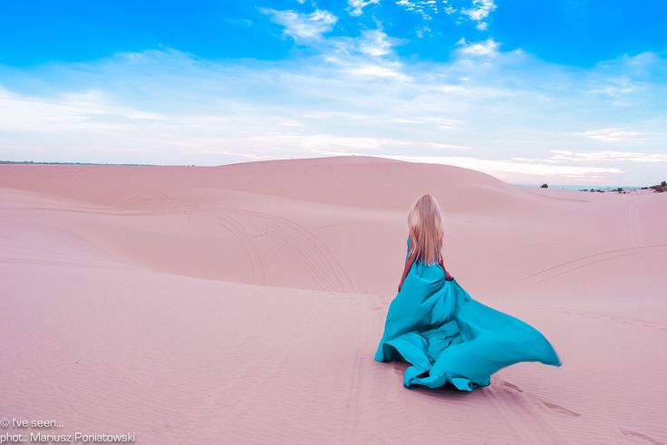 Flower of the desert... Enormous White Sand Dunes in Mui Ne, Vietnam. This driest place in Southeast Asia will make you feel like in a dessert in the most humid climate in the world. Travel to Vietnam with @iveseen_