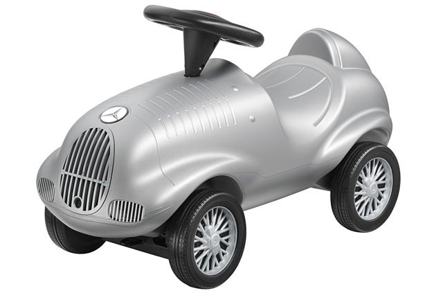 W125 ride-on car W125 B66045738 Silver-coloured ride-on car based on the Mercedes-Benz W125. Black steering wheel.  Large radiator grille. Vintage-design Mercedes-Benz star logo on fake bonnet.  TÜV and safety-tested. Manufacturer: Ferbedo.  Following an unsuccessful year in 1936, DBAG made a comeback in 1937 with the new W125.  The car drew on the expertise of engineer Rudolf Uhlenhaut, who succeeded in taking the  Mercedes-Benz race cars back to the head of the pack.