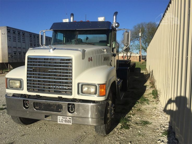 Excellent condition 2013 Mack Pinnacle truck