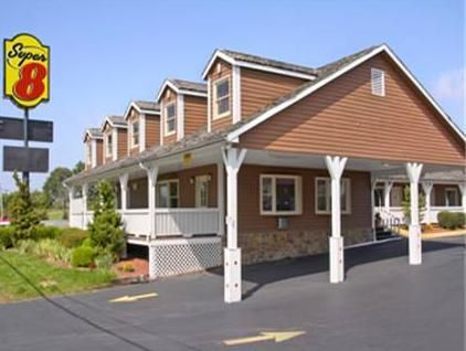 Christiansburg (VA) Super 8 Motel Christiansburg United States, North America Ideally located in the prime touristic area of Christiansburg, Super 8 Motel Christiansburg promises a relaxing and wonderful visit. Featuring a complete list of amenities, guests will find their stay at the property a comfortable one. Free Wi-Fi in all rooms, 24-hour front desk, family room, pets allowed are on the list of things guests can enjoy. Air conditioning, heating, alarm clock, satellite/ca...
