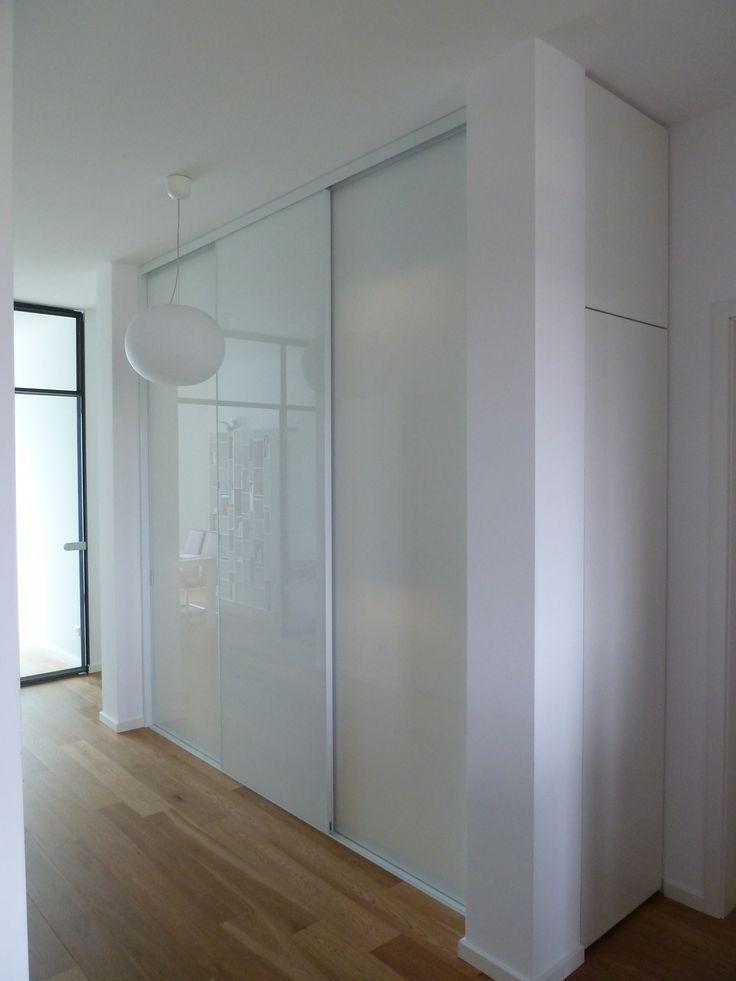 Cabinet Schrank Einfach Weiss Mit Schiebeturen Fur Den Flur Cabinet Den Einfa Einbauschrank Eingebauter Kleiderschrank Garderoben Eingangsbereich