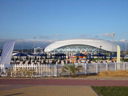 Пляжный клуб на набережной и хоккейный стадион в Олимпийский парк Сочи, Россия, 15 июля 2015 года. – Стоковое редакционное фото © Lana4ka.SK #80242544