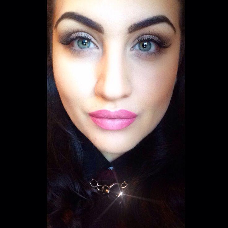Ombré lipstick big lashes