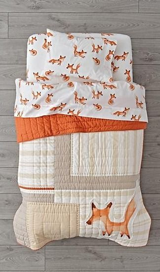 This sly little fox toddler bedding set has a few tricks up its sleeve. It's made from 100% cotton and features a playful crowd of printed foxes. Our fox bedding is the perfect way to complete a woodland bedroom.