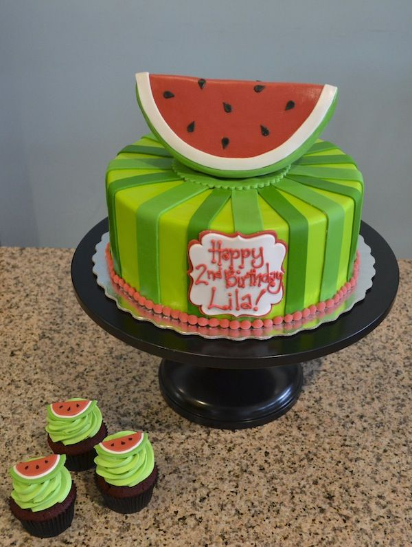 I just love this adorable watermelon birthday cake! Makes you miss summer…