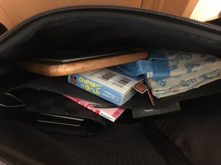 """takesy_GmbHさんのツイート: """"出勤前に気づいて良かったけども、ひらくPCバッグに鍋敷き1枚、絵本二冊、スプーン1本が入れられていた。1歳半でも簡単に使えるひらくPCバッグの凄さがようやく分かった。 https://t.co/N21KpTipj3"""""""