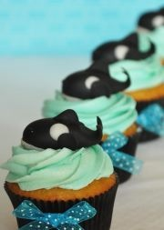 Orca cupcake topper.  Tutorial included