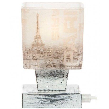 Lampa stojąca Paris o rewelacyjnej przecieranej podstawie oraz z kloszem przedstawiającym krajobraz Francji.  Więcej na: www.lawendowykredens.pl