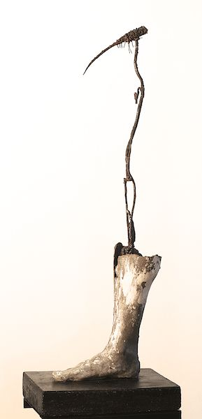 Self-portrait, 2014. Concrete and metal. 110x30x30 cm.