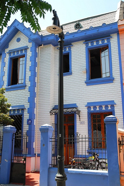 Looks Greek in Providencia, Santiago, Chile via flickr. by StevenMiller