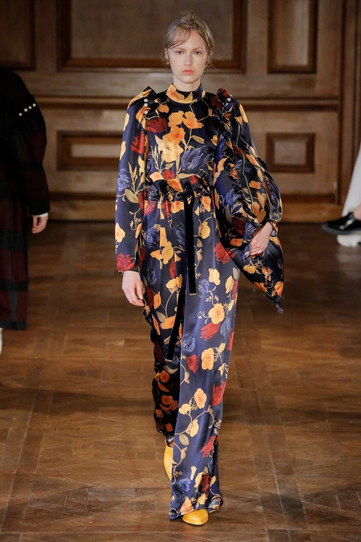 Mother of Pearl Fall 2017 Ready-to-Wear Collection Photos - Vogue