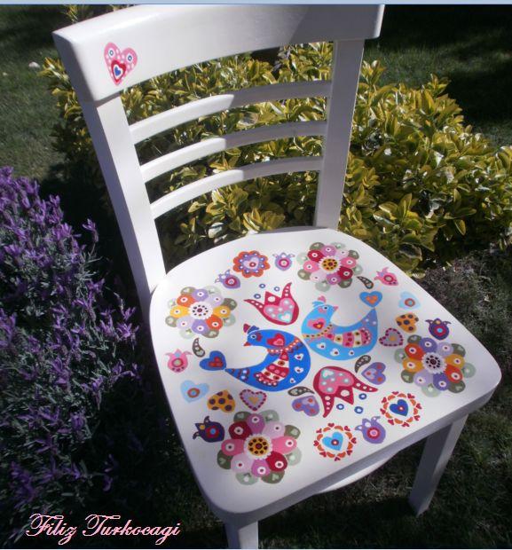 Eskimişti, yorgundu :) Desen çizdim, boyadım... Designed by Filiz Türkocağı... ( hand painted chair )