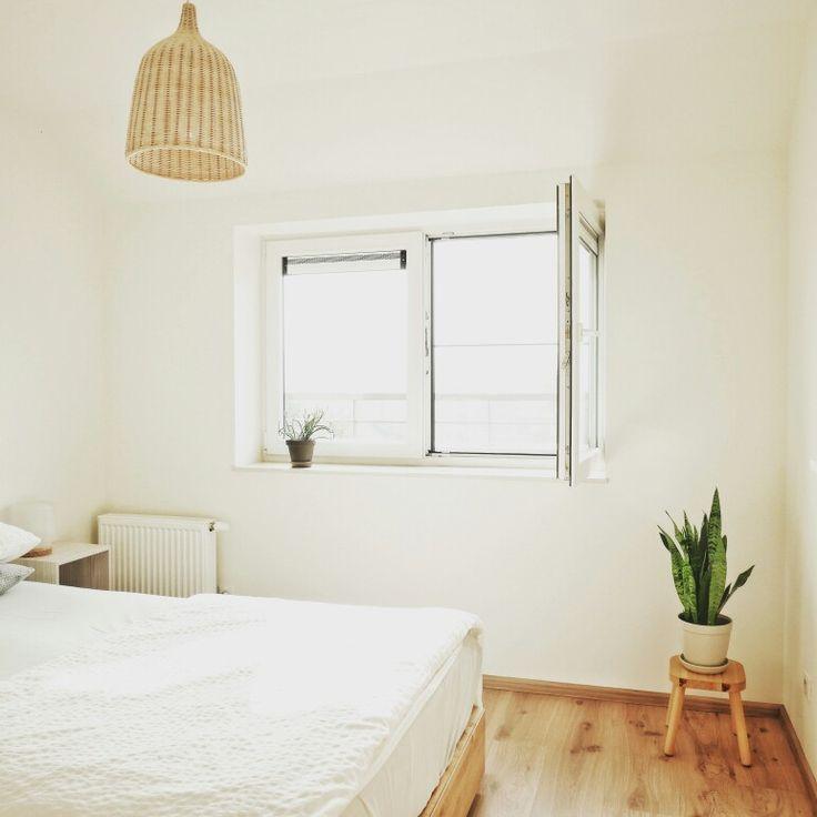 Nous attachons beaucoup d'importance à l'harmonie de notre intérieur. Du blanc, du bois, quelques touches de noir et beaucoup de plantes. Notre petit appartement est notre havre de paix.  Voici mes trucs et astuces pour rendre un intérieur agréable: