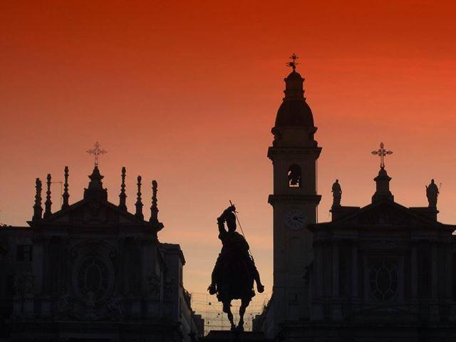 Photo - Piazza San Carlo, sullo sfondo le due chiese gemelle barocche; quella di Santa Cristina (1639), progettata dal Castellamonte, e quella di San Carlo, costruita nel 1619, nel centro il monumento equestre ad Emanuele Filiberto, opera di Carlo Marochetti del 1838,