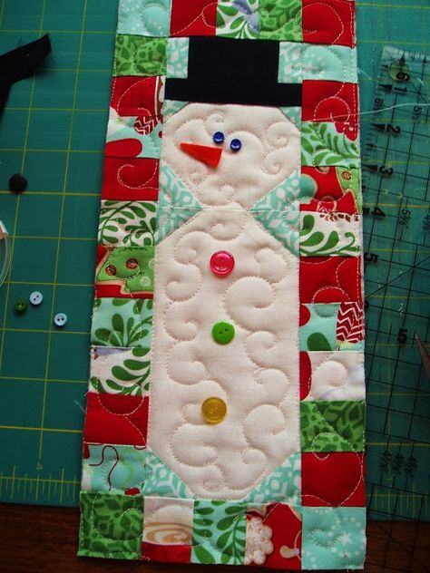 Cute small snowman quilt with full instructions by Sunshine in the Attic: Hooked on Christmas in July!