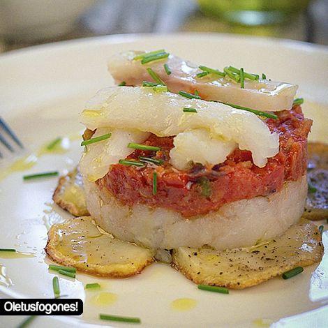 Timbal de bacalao con tomate