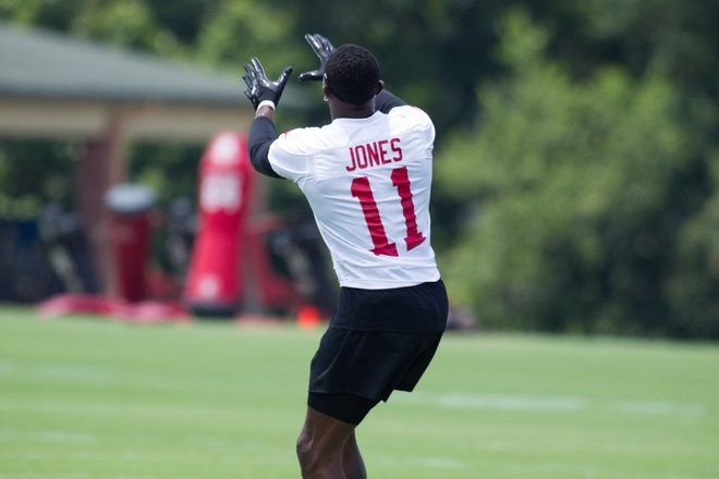 Finger Length Could Predict Athletic Ability - A football player's fingers may be predictive of his athletic ability.  Here, Julio Jones during an Atlanta Falcon open practice in Georgia on June 14, 2017.  Examine your fingers.  Which is longer?  Is it the index finger (the one you use to point with - technically the second digit, or 2D, counting from the thumb), or the ring finger (the 4th digit, or 4D)?  The relative length of the index and ring fingers is known as the digit ratio or the…